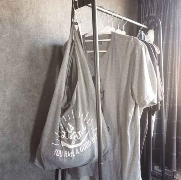 Tシャツ生地のショッピングバッグで小物収納