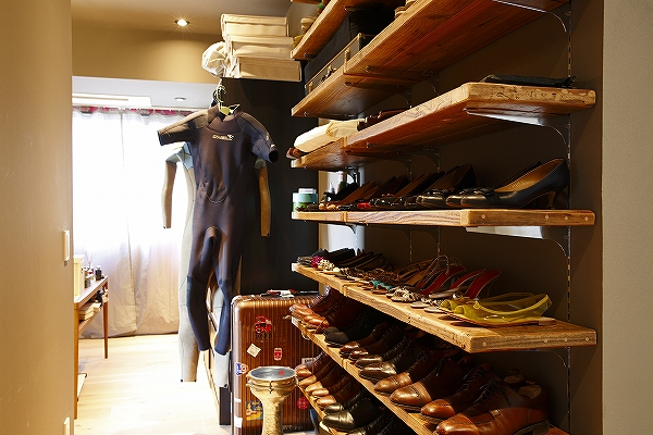 服も、本も、バスルームも。隠さずに空間に解放するメリット