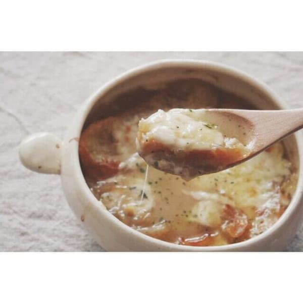人気の簡単なレシピに!オニオングラタンスープ