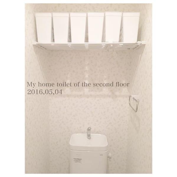 狭いトイレも広々収納!突っ張り棒を活用
