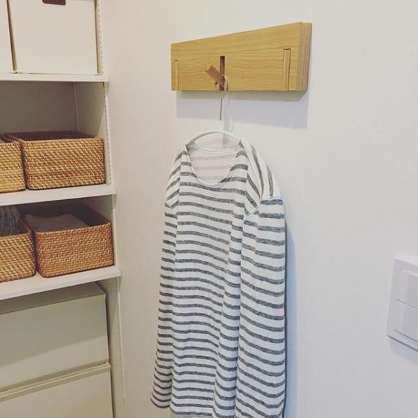 無印「壁に付けられる家具」で着替えハンガー