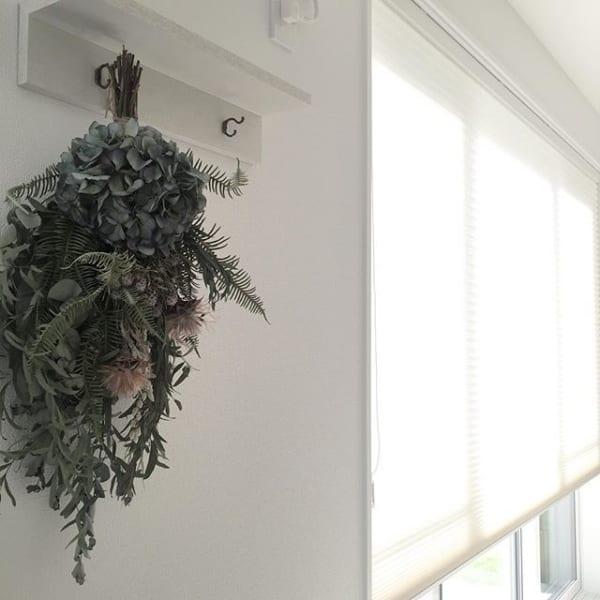 無印「壁に付けられる家具」で吊下げフラワー
