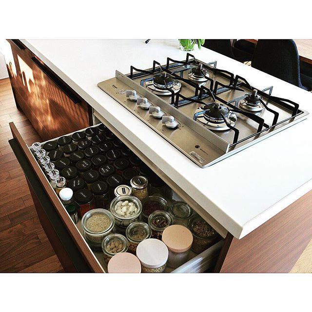 ①キッチンの引き出し収納に並べる方法