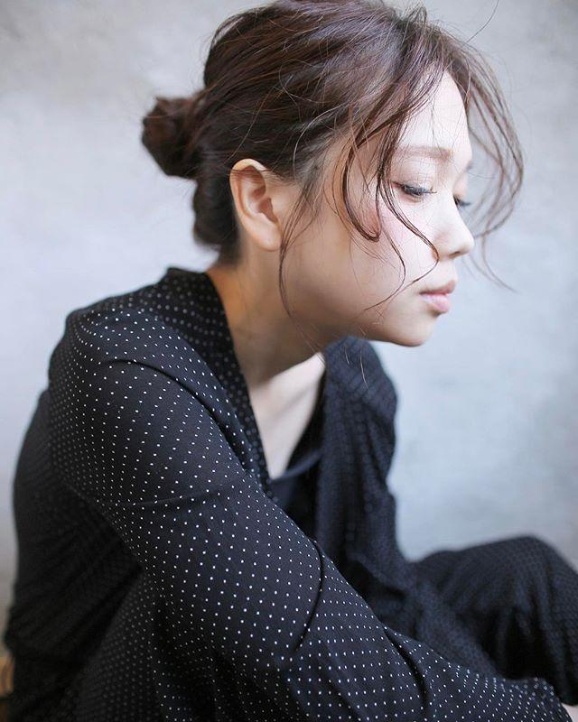 オフィスカジュアル セミロング 髪型3
