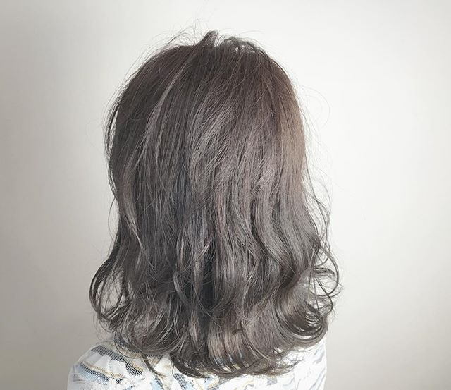 30代女性 髪色 アッシュ3