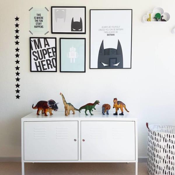 恐竜のオブジェがおしゃれな海外の子供部屋