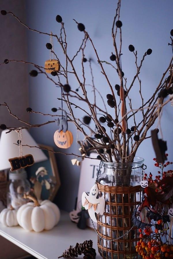 ハロウィンオーナメントを枝に吊るす♪オシャレなディスプレイ方法3