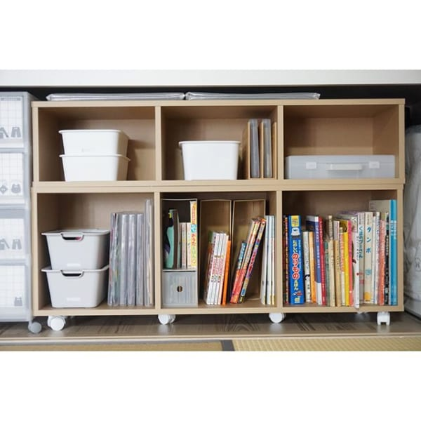 移動木製棚を使う一人暮らし収納アイデア