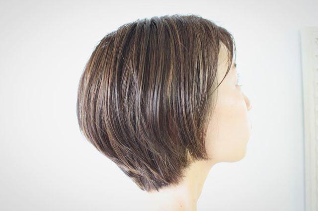 シンプルブルーアッシュショートヘア