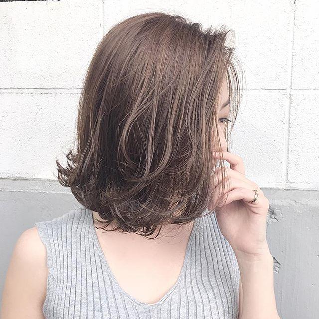 前髪なし ミディアムヘア ヘアカラー5