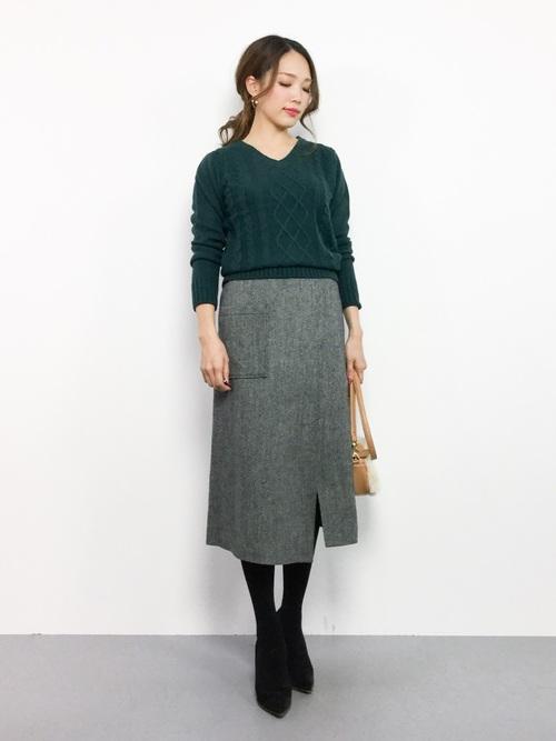 デザインが美しいタイトスカートコーデ