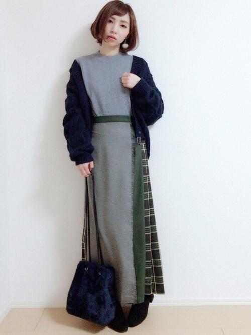 デザインスカート×ネイビーファーバッグコーデ