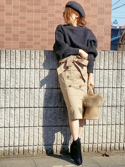 黒ニット×タイトトレンチスカートの冬コーデ