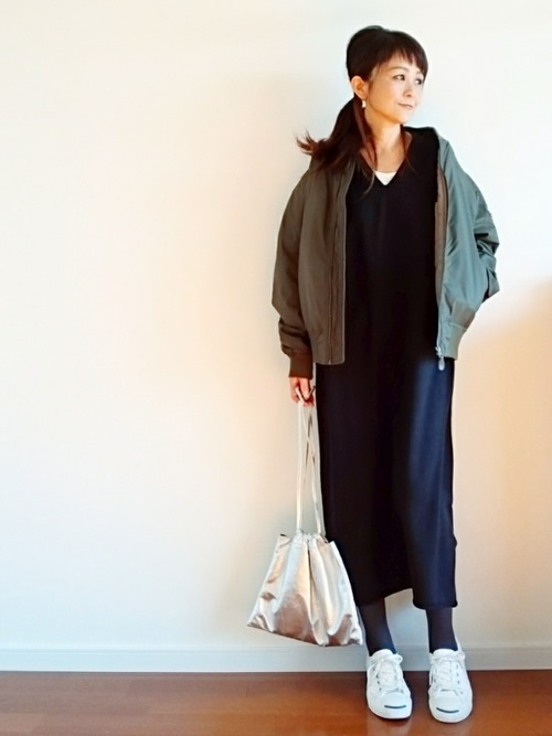 【1月の大阪向けの服装】紺ワンピ×カーキブルゾン