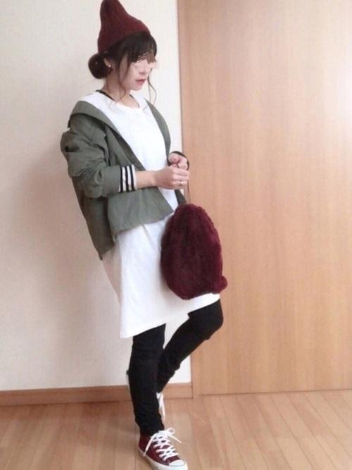 【レディース】赤ニット帽×ワンピースコーデ2