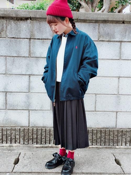 【レディース】赤ニット帽×スカートコーデ4
