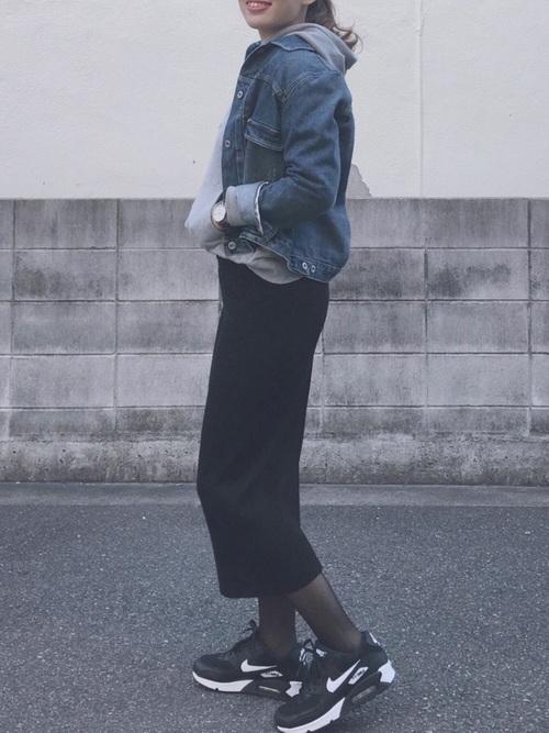 黒ニットスカート×デニムジャケット