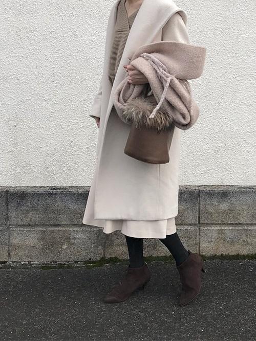 ミディ丈スカート×フード付きコート