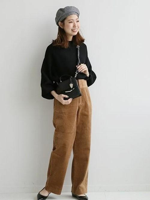 【1月の大阪向けの服装】黒ニット×茶色パンツ
