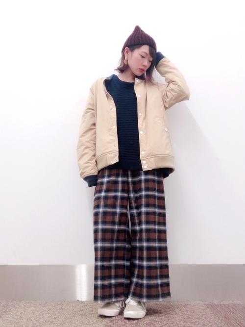 【レディース】赤ニット帽×パンツコーデ4