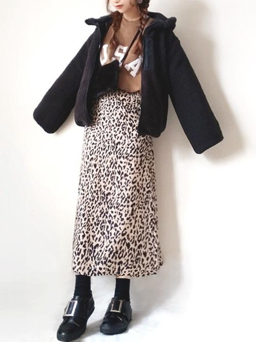 きれいめスカート×黒ファーバッグコーデ