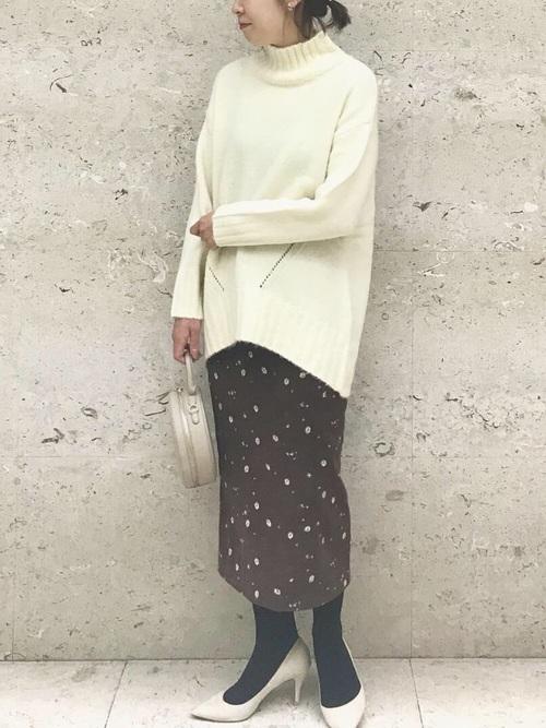 ハイネックニット×花柄スカート