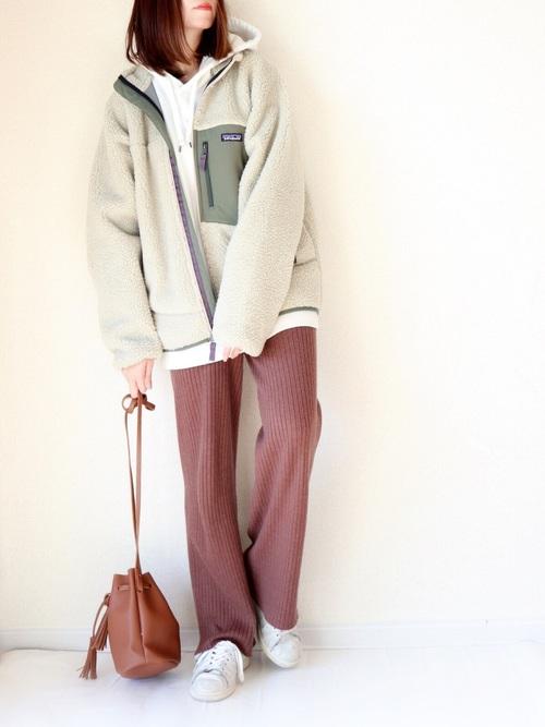 フリースジャケット×リブパンツ