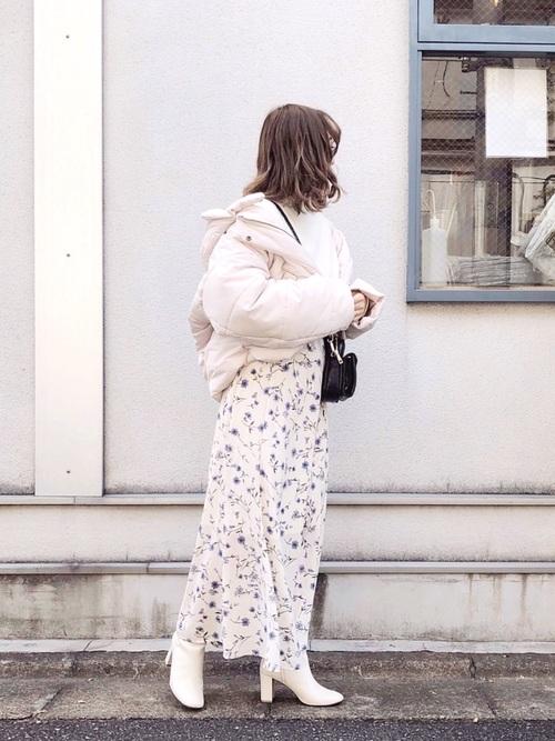 ダウンジャケット×花柄スカート