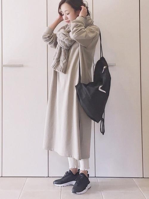 旬なファッション◎スウェットワンピ×レギンス