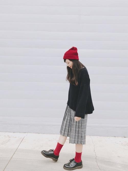 【レディース】赤ニット帽×スカートコーデ3