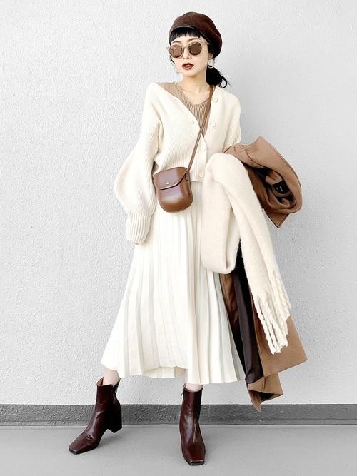 白ニットスカート×ざっくりカーディガン