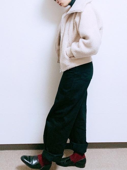 黒デニムパンツ 冬コーデ3
