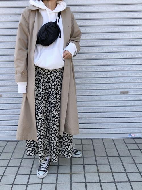 ステンカラーコート×花柄スカート