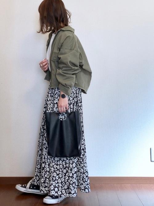 ミリタリージャケット×花柄プリーツスカート