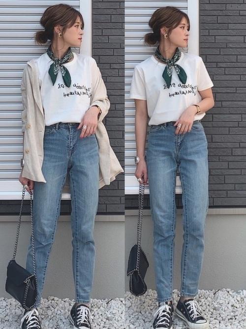 ロゴTシャツ×テーパードデニム