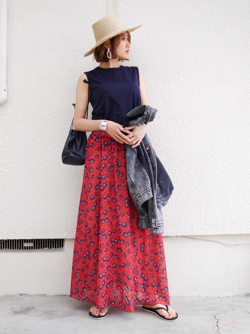 シンプルトップス×花柄スカート