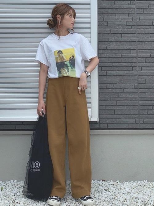 プリントTシャツ×ワイドパンツ