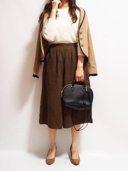 ベージュジャケット×茶色スカートの通勤コーデ