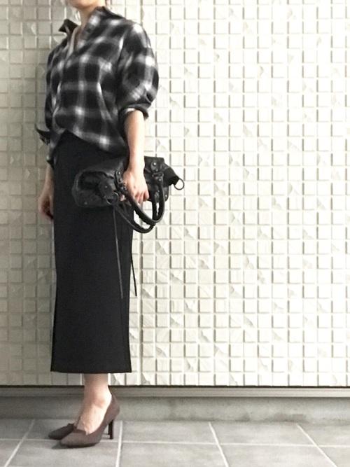シンプルなブラックスカート2
