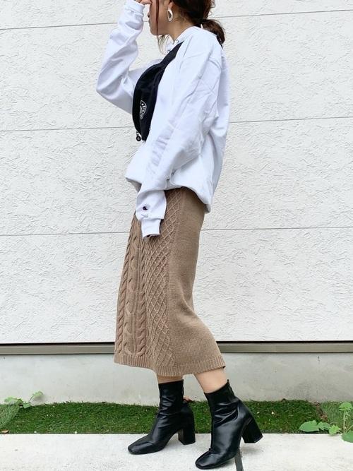 ケーブルニットタイトスカート×パーカー