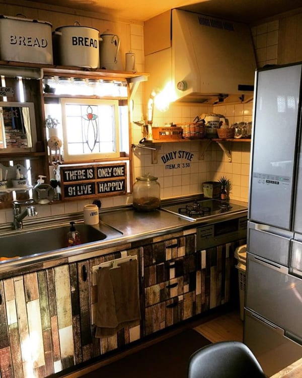 古い台所にも似合うおしゃれな収納棚