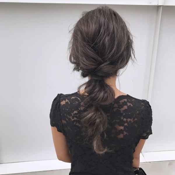 変形たまねぎヘアで大人可愛いローポニー