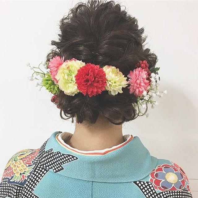 大ぶりアクセで華やかに魅せるヘアスタイル