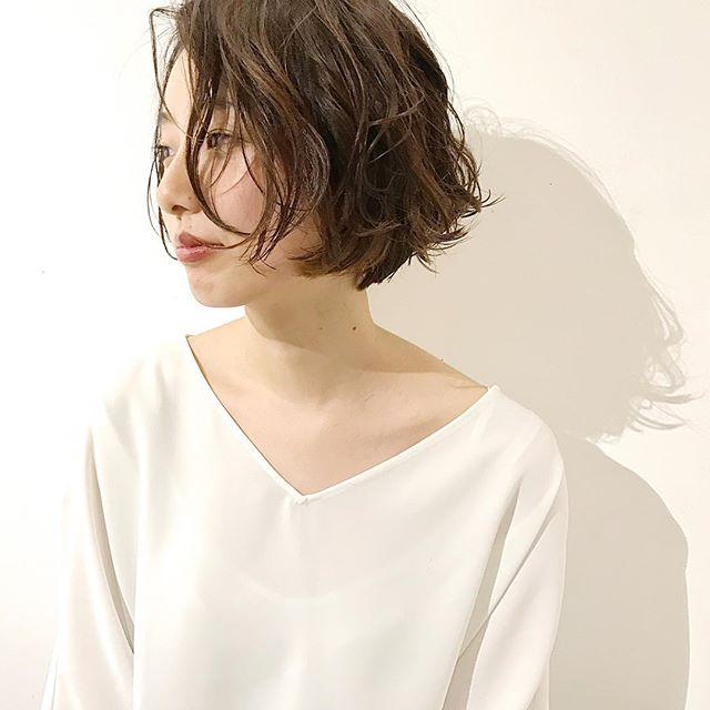 スーツ 大人女性 髪型 ショート2