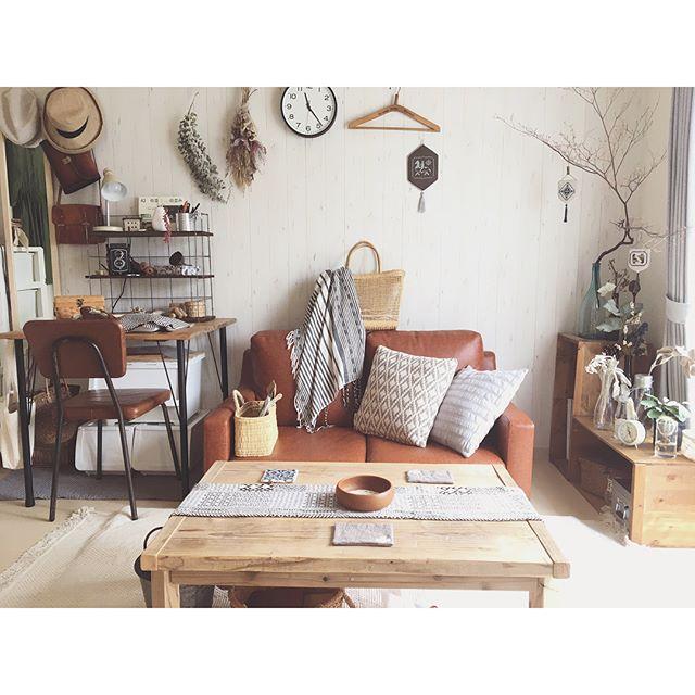明るい色の家具をレイアウト