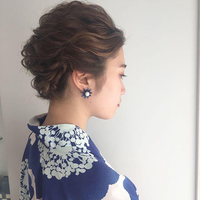 振袖の良さを生かす夜会巻きヘアスタイル