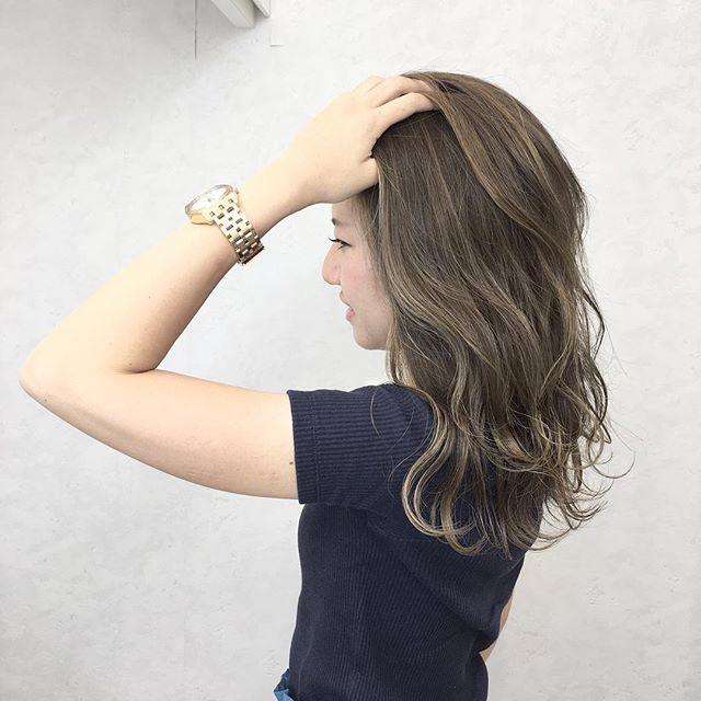 前髪なし ミディアムヘア ヘアカラー6
