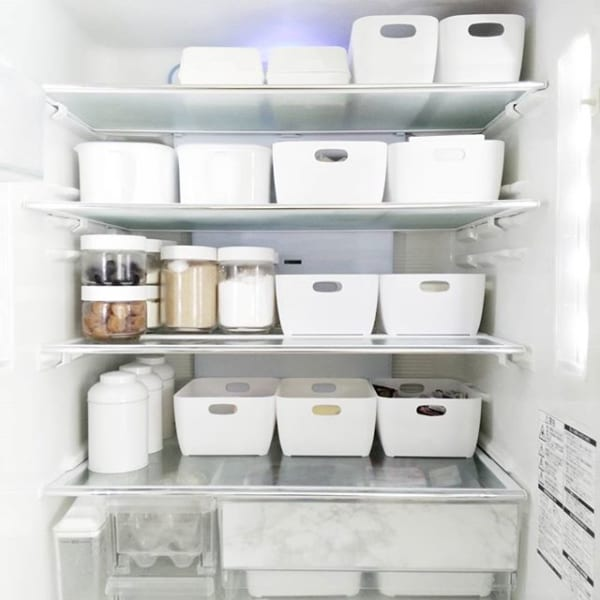 セリアのガラス容器で調味料を冷蔵庫に収納