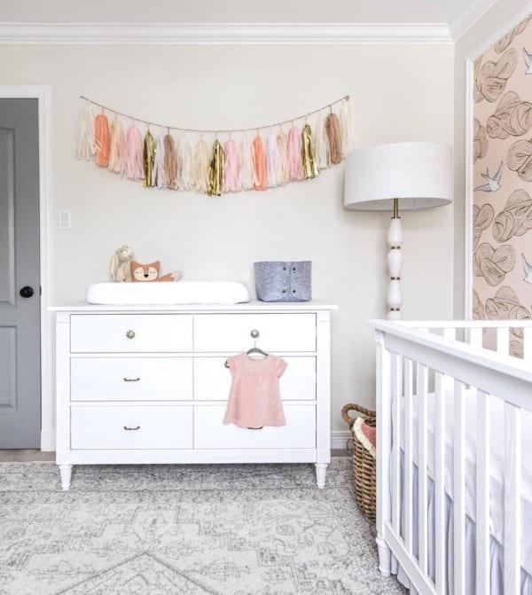 白×ピンクがおしゃれな海外の子供部屋