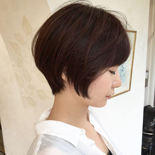 スーツ 大人女性 髪型 ショート